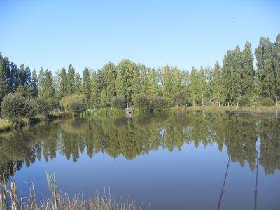 petit étang à côté de chez moi (5mn à pied avec un chariot pour rejoindre ce jolie plan d'eau)..