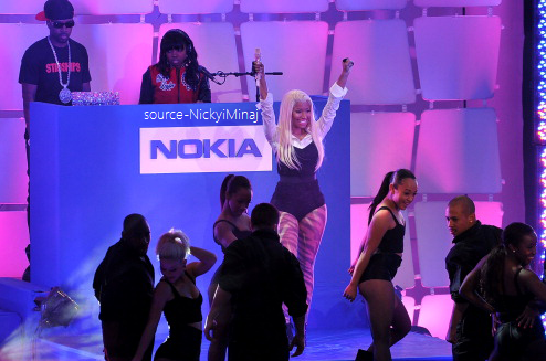 PHOTOS: Nicki Minaj participe au lancement de Nokia Lumia 900 Dans Times Square!