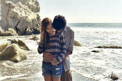 Je ne veux pas d'un gars qui ment, ni du prince charmant. Je veux juste un gars qui me dise je t'aime sincèrement et qui me le prouve réellement..