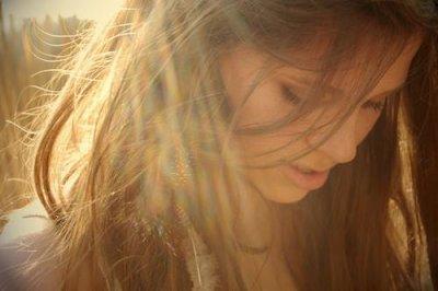 Et elle fut si émue qu'elle baissa la tête pour qu'il ne puisse pas voir les larmes qui coulèrent sur ses joues.