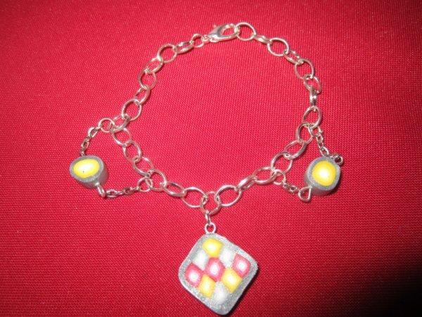 Bracelet gris rouge et jaune