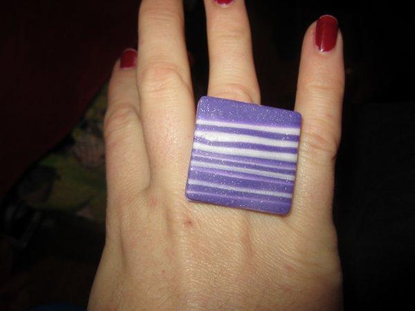 Bague carré violet