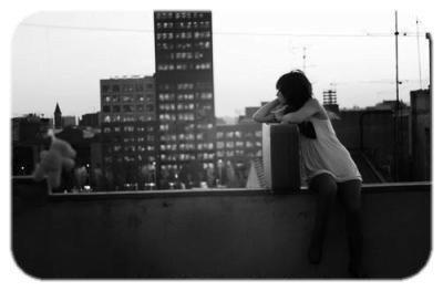 re-vien-moi         Les blessures plein le coeur, l'amour s'est éteint laissant place à la haine, des moments de tristesse et tant de rencoeur ♥ .