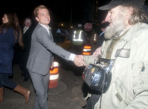 "Vidéo de Josh au ""The Late Show with David Letterman"" (20-11-12) + Photos de Josh après l'émission."