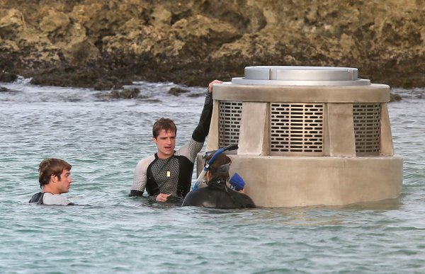 "Photos du tournage de ""Catching Fire"" à Hawaï (26-11-12)."