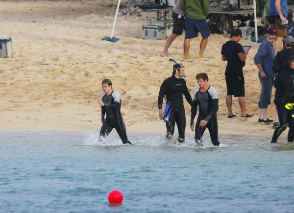 """Encore plus de nouvelles photos de Josh sur le tournage de """"Catching Fire"""" à Hawaï (26-11-12)"""