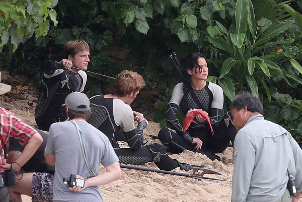 "Photos du tournage de ""Catching Fire"" à Hawaï (27-11-12) partie 2."