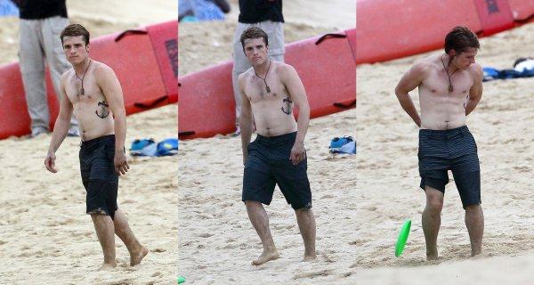 Petite pause détente à la plage pour Josh (Hawaï 05-12-12) partie 1.