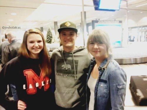 Nouvelle photo de Josh avec des fans.