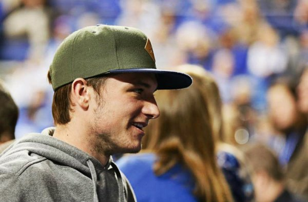 "Nouvelles photos de Josh au ""UK Game"" (02-01-13)."