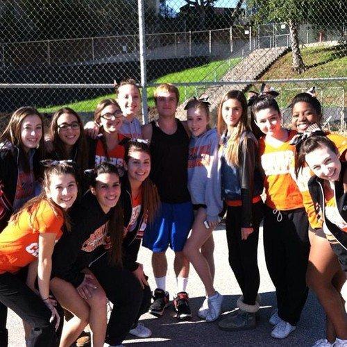 Nouvelle photo de Josh avec des fan à la Ryle High School (Kentucky 05-01-13).