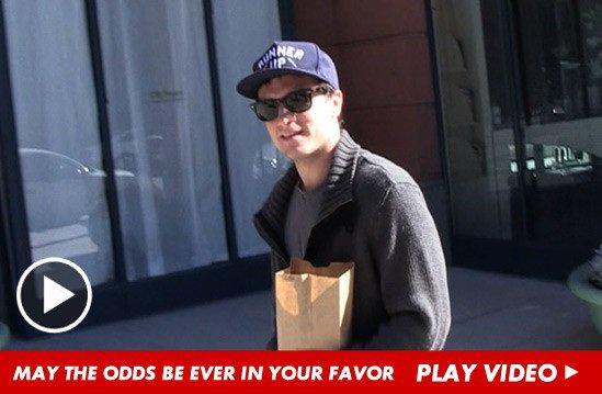 Réaction de Josh à la victoire de Jennifer aux Golden Globes 2013.