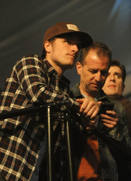"""Josh au  """"Rolling Stone LIVE party"""" avec son papa (Nouvelle-Orléans 01-02-13)."""