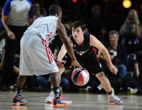 "Josh au ""Sprint NBA All-Star Celebrity Game"" (15-02-13)."