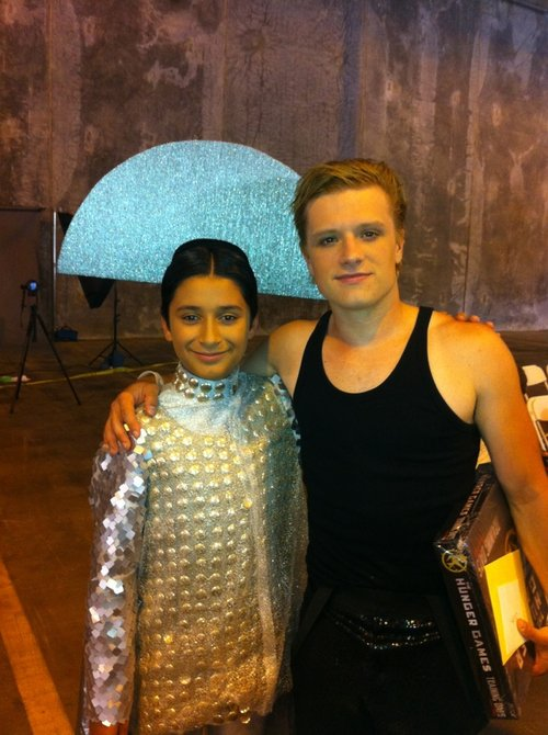 "New/old photo de Josh sur le tournage de ""The Hunger Games""."
