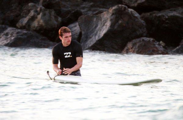 Josh faisant du surf à Hawaï (27-02-13).