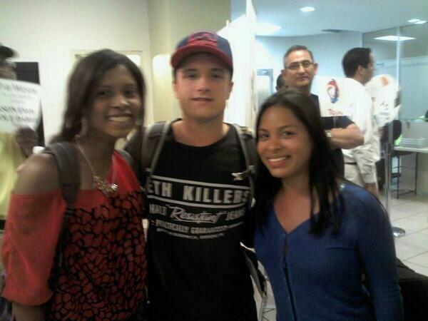 Nouvelle photo de Josh avec des fans au Panama.