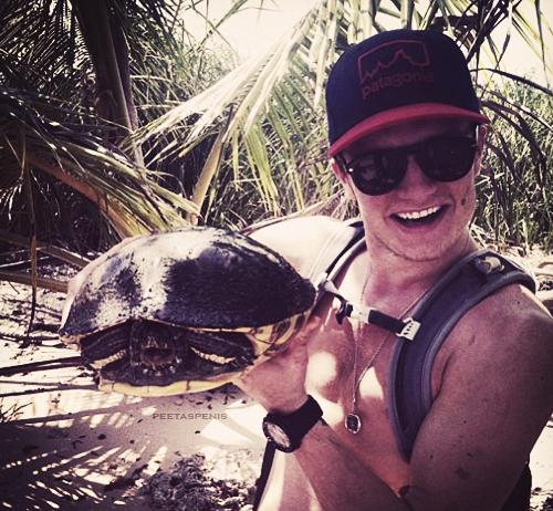 """Nouvelle photo de Josh sur le tournage de """"Paradise Lost"""" au Panama."""