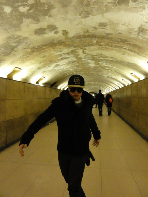 New/old photo de Josh lors de son passage à Paris (Février 2012).