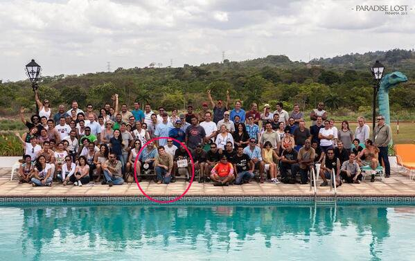 """Photo de toute l'équipe de tournage de """"Paradise Lost""""."""