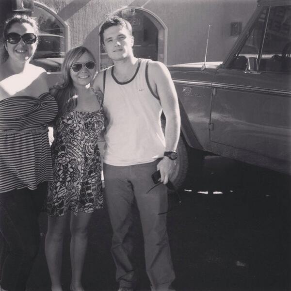 Photo de Josh avec des fans (26-06-2013).