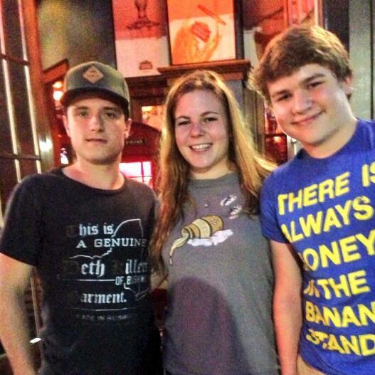 Josh avec des fans (06-07-2013).