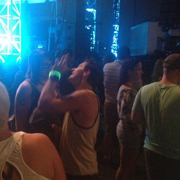 Nouvelles photos de Josh au Festival de musique Burnbury Jour 1 (Cincinnati, Ohio 12-07-2013).