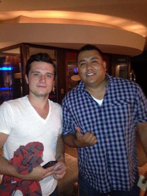 Josh avec un fan (Denver 01-08-2013).