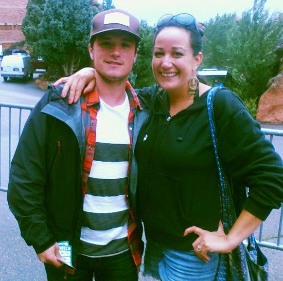 Josh avec une fan à Red Rocks (Denver 03-08-2013).