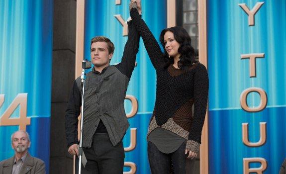 """Still de Katniss et Peeta dans """"Catching Fire"""" en HQ Version Complète."""