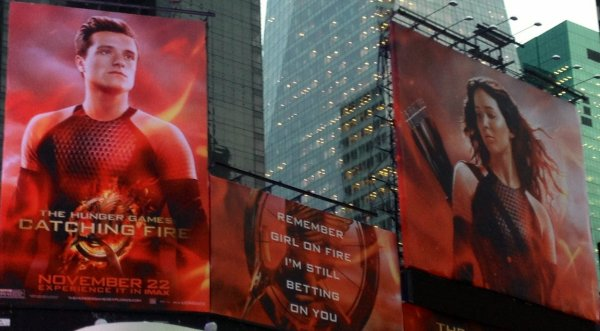 "Promo de ""Catching Fire"" sur Times Square (New-York)."