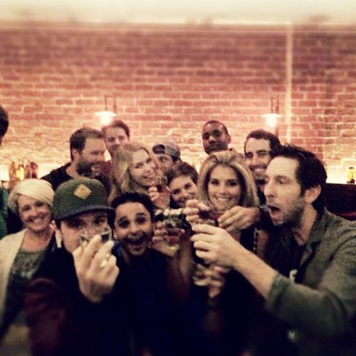 Josh fêtant son anniversaire avec des amis (12-10-2013).