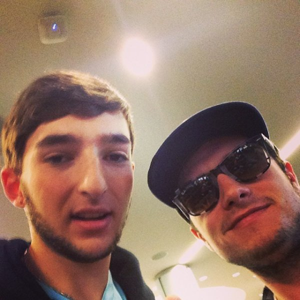 Nouvelle photo de Josh avec un fan.