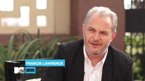 """Francis Lawrence parle de la relation Katniss/Peeta avec Josh Horowitz pour """"MTV News""""."""