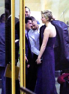 """Le cast de """"Catching Fire"""" quittant Madrid (13-11-2013)."""