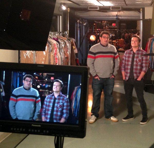 """Dans les backstages du tournage de la promo pour l'émission """"Saturday Night Live""""."""