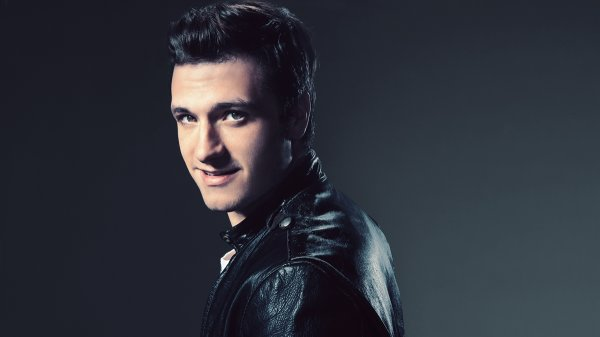 "Photos promos de Josh pour l'émission ""Saturday Night Live""."