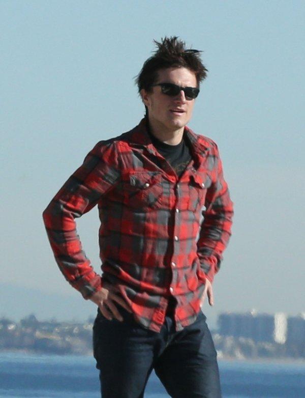 """""""Comment savoir si vous êtes attiré(e) par Josh Hutcherson ?"""" - Partie 1."""