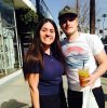 Photo de Josh avec une fan à Los Angeles.
