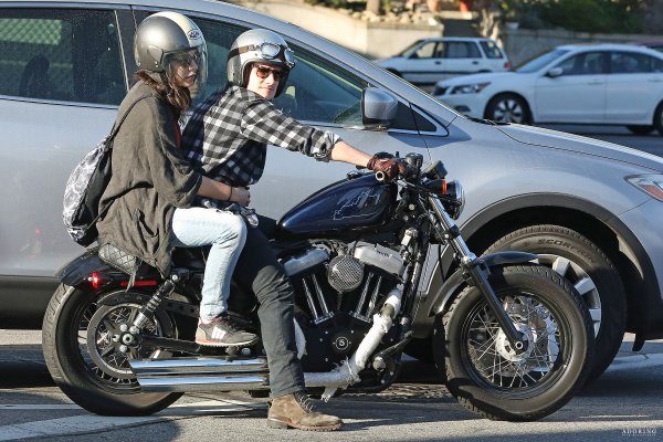 Josh et Claudia en balade à Los Angeles (23-02-2014) Partie 1.
