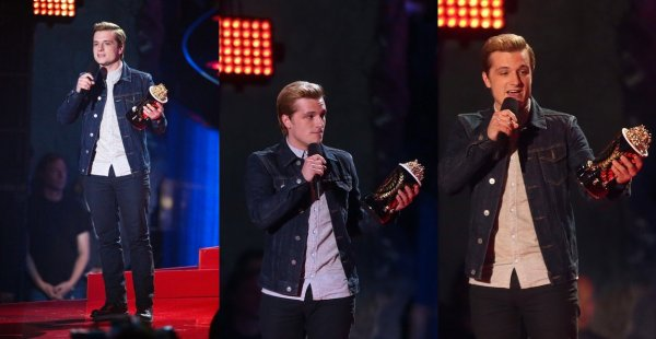 "Josh pendant la cérémonie des ""MTV Movie Awards 2014"" (Los Angeles 13-04-2014) Partie 1."