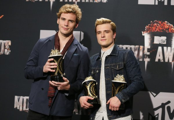 """Josh dans la Press Room des """"MTV Movie Awards 201"""" (Los Angeles 13-04-2014)."""