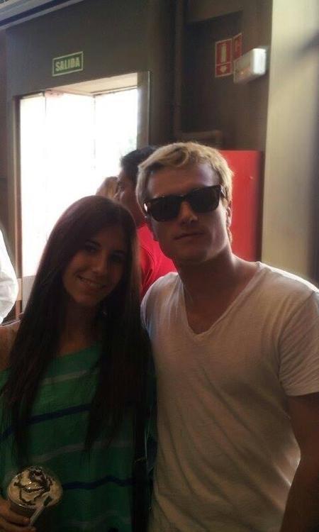 Nouvelles photos de Josh avec des fans à Madrid (30-04-2014 et 02-05-2014).