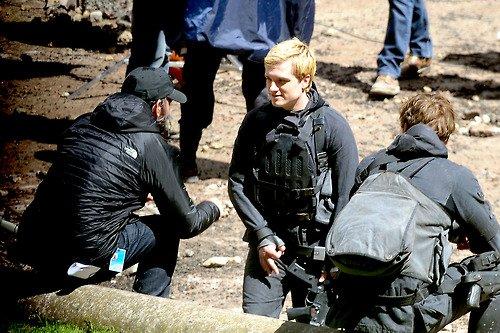 """Nouvelles photos Josh sur le tournage de """"Mockingjay"""" à Paris."""