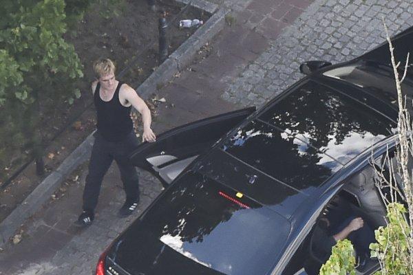 """Photos de Josh sur le tournage de """"Mockingjay"""" à Berlin (12-06-2014)."""