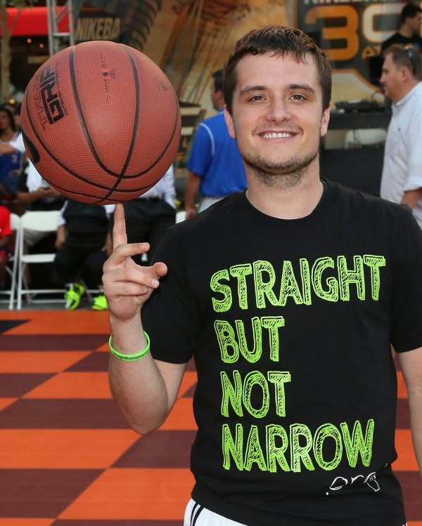 "Photos de Josh au ""3rd Annual Celebrity Basketball at Nokia Place in L.A"" (08-08-2014)."