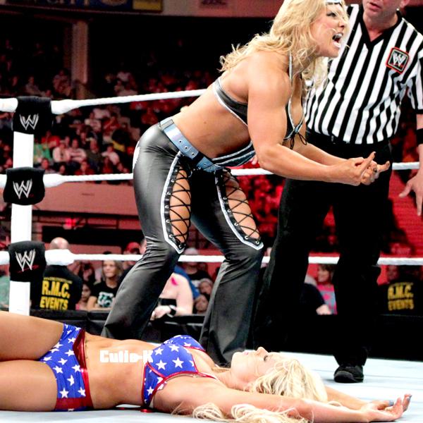 RAW : 21.05.12 Kelly Kelly VS. Beth Pheonix on C U T I E- K . skyrock . com