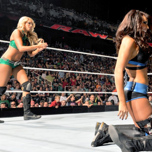 Kelly Kelly and Layla VS. Maxine and Natalya on C U T I E- K . skyrock . com