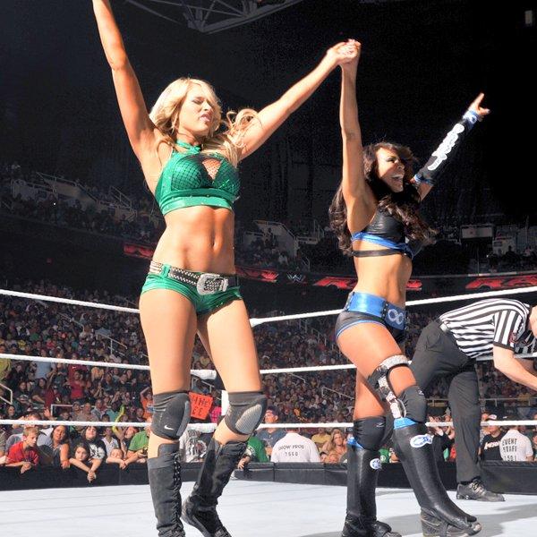 Kelly Kelly and Layla VS. Maxine and Natalya on C U T I E- K . skyrock . com