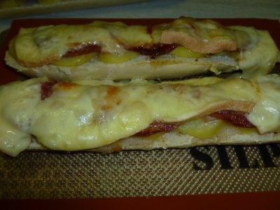 raclette sur sa tartine de pain grillé